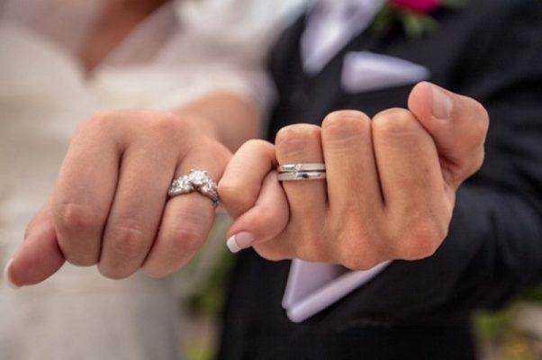 Dấu hiệu chồng ngoại tình không đeo nhẫn cưới