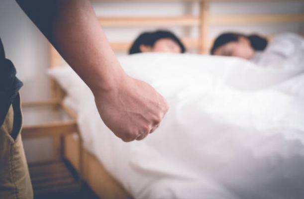 Lý do tại sao phụ nữ ngoại tình khó dứt hơn đàn ông
